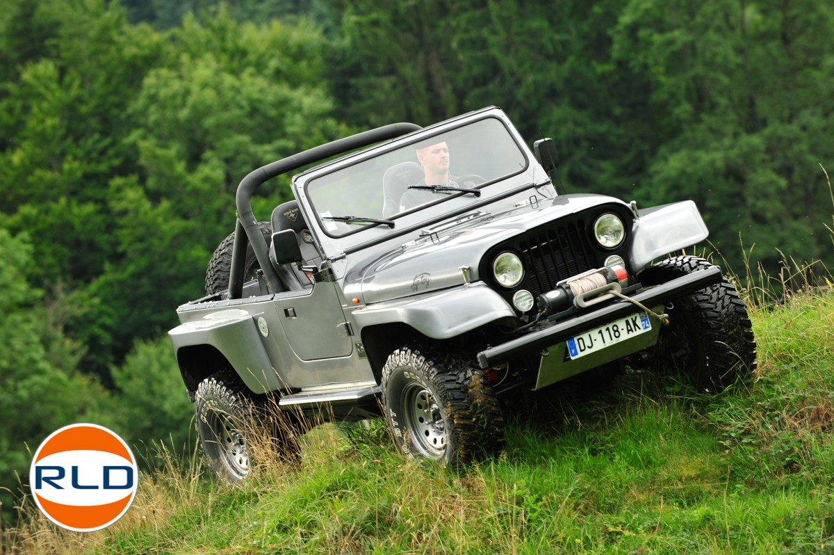 Jeep CJ7 moteur 4,6L V8 Rover